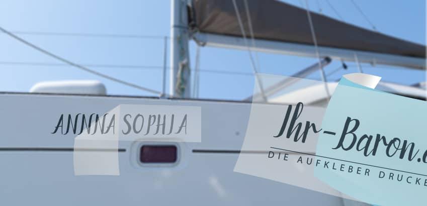 Beispiel für Bootsbeschriftung und -namen